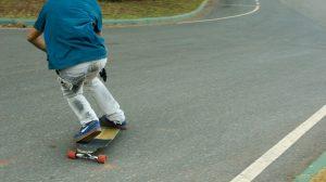 longboard toeside pre-carve turn