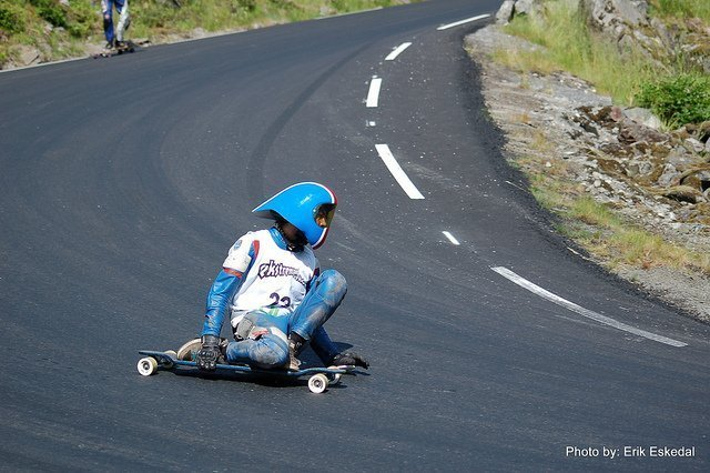 Longboard high speed cornering