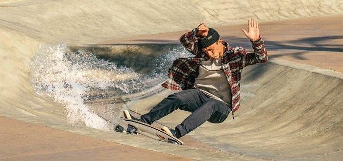 carver skateboard street surfing