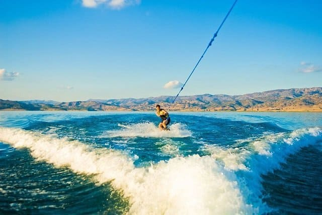 Patterns for driving a boat for wakeboarding