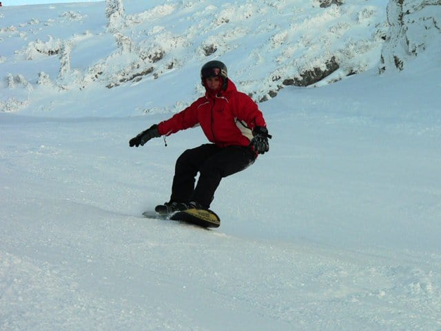 Snowboarding or skiing with a bad knee