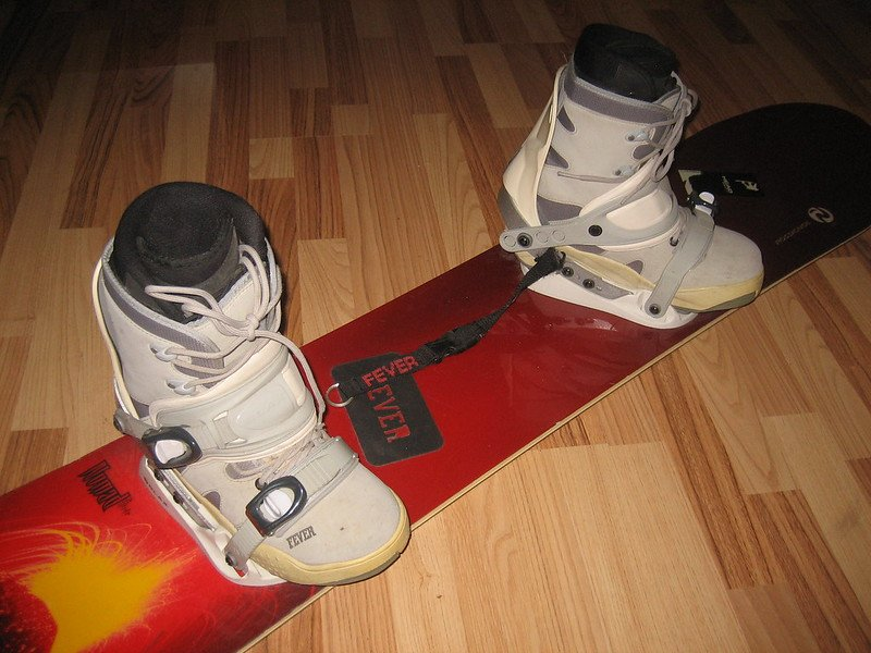 can you stretch snowboard boots