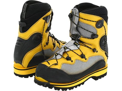 Snowboarding with hiking boots